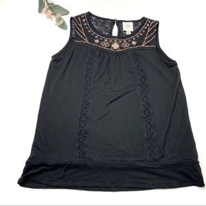 Knox Rose Embroidered Floral Black Top size Small